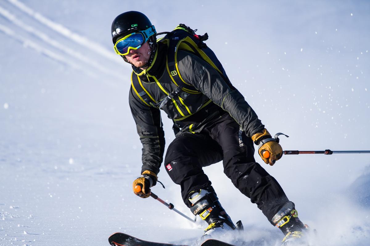 Jóhann skiing