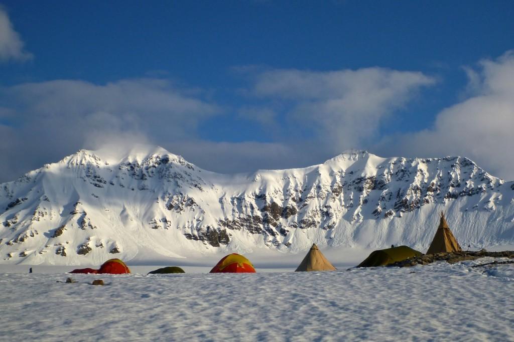 Toppturfestivalen camp in Trygghamna