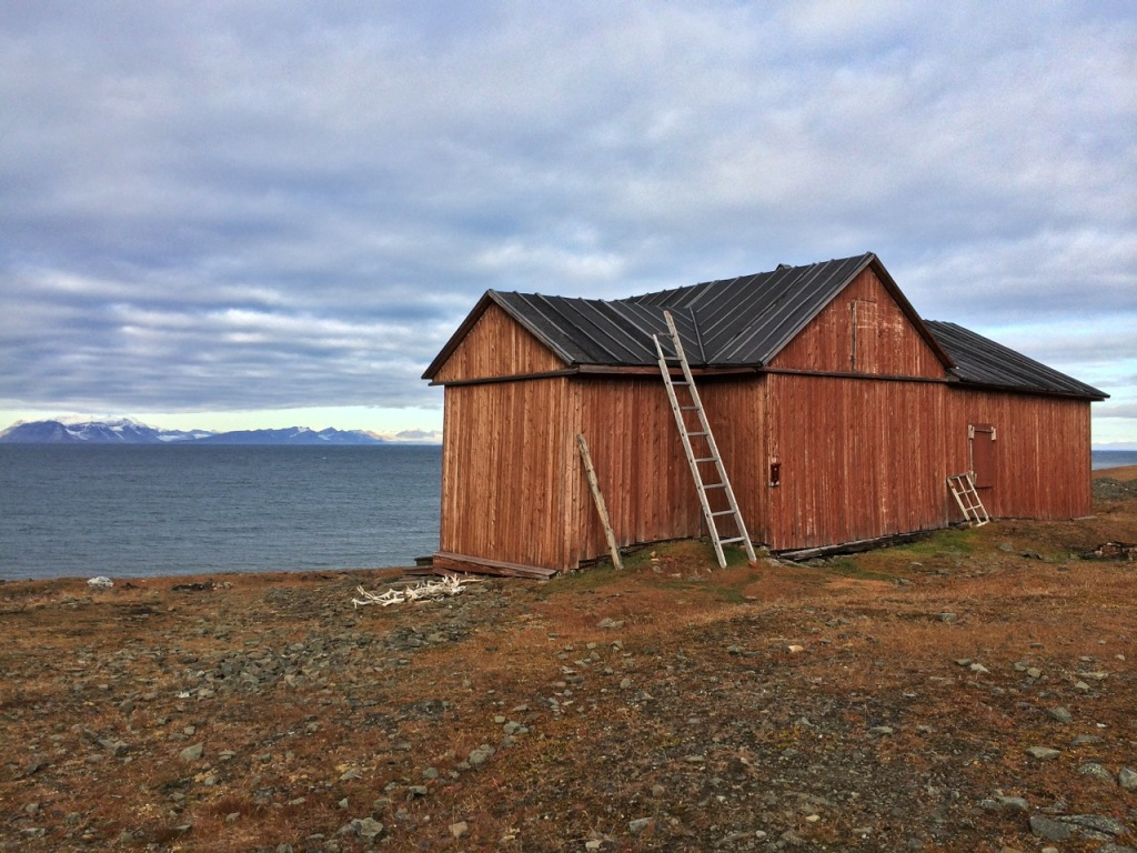 Russanov hut ideally placed with a view over Isfjorden